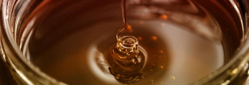 Welche Farbe hat Honig und wie wird sie bestimmt?